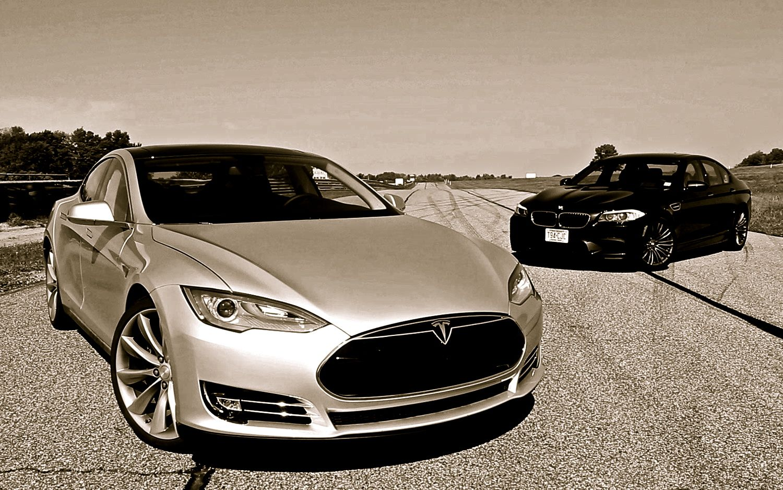 F10-BMW-M5-vs-Tesla-Model-S-1