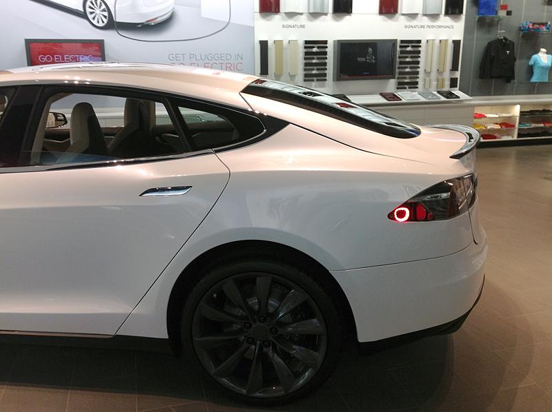 TeslaModelSWithSpoiler1