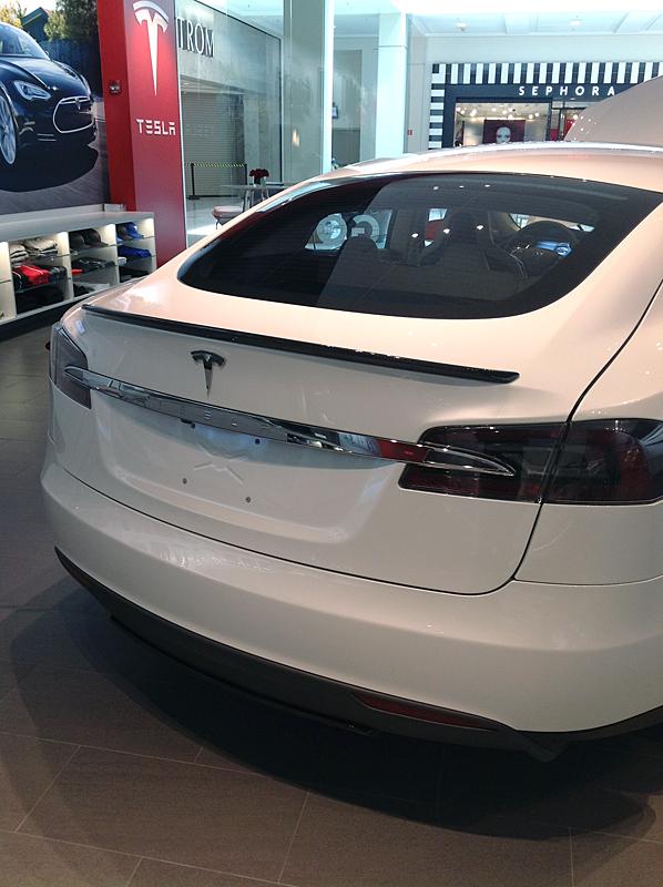 TeslaModelSWithSpoiler3