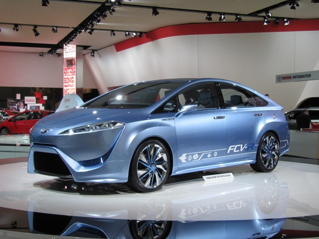 toyota-fcv-r-hydrogen-fuel-cell-concept-car-2012-detroit-auto-show_100377221_m