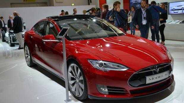 Tesla-Model-S-Red