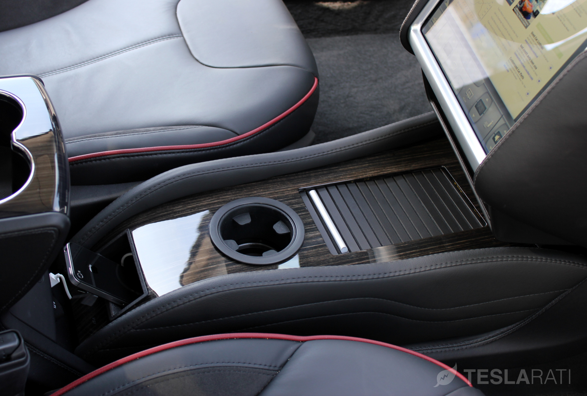 Teslaccessories CCI Obeche Wood Gloss Compartment Closed