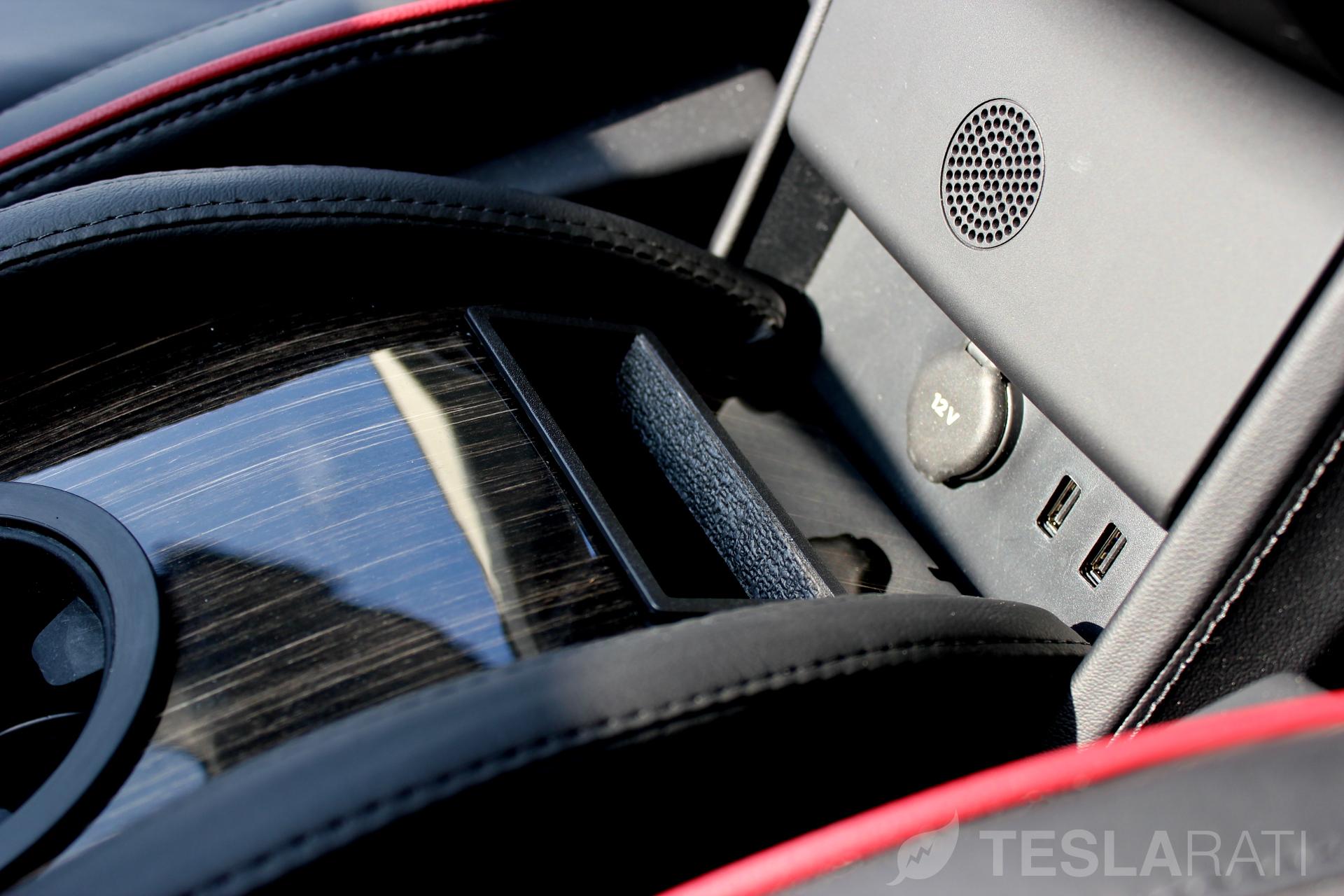 Teslaccessories-CCI-USB-Connector-Slot