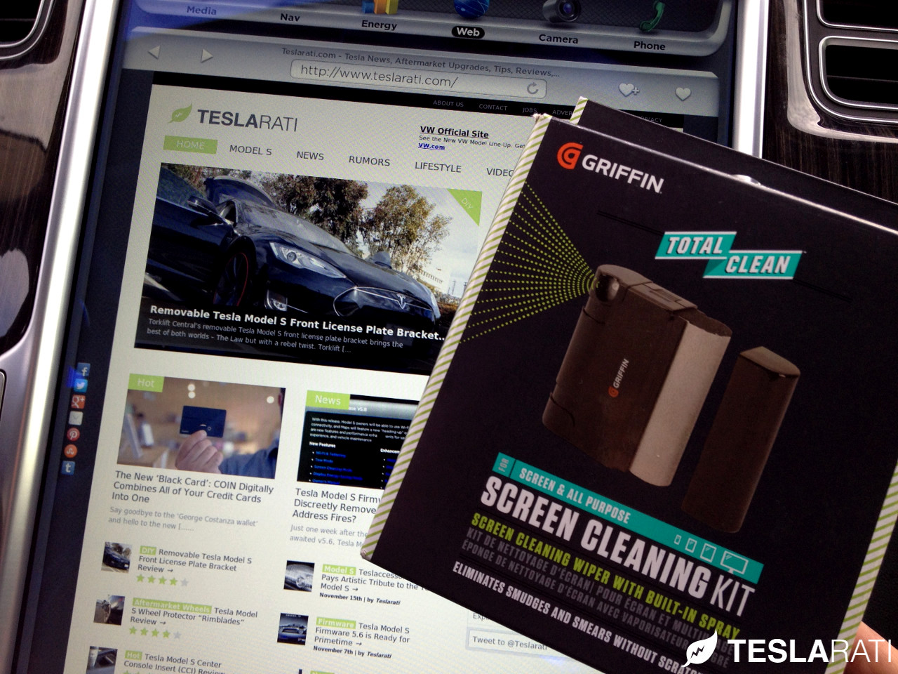 Griffin-Screen-Cleaning-Kit-Tesla-Model-S