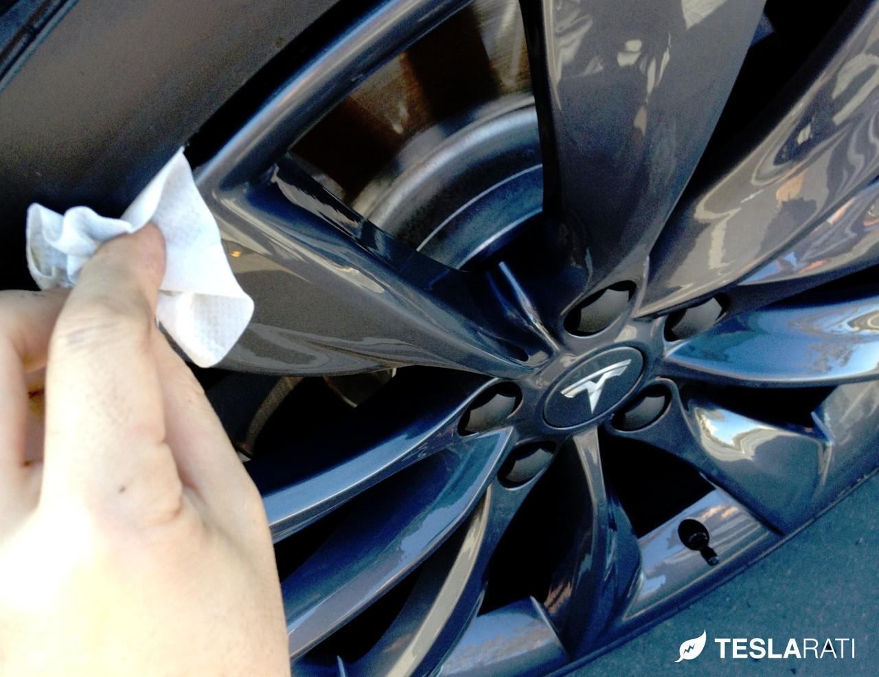 Rimblades-Tesla-Wheel-Apply-Primer-Wipe