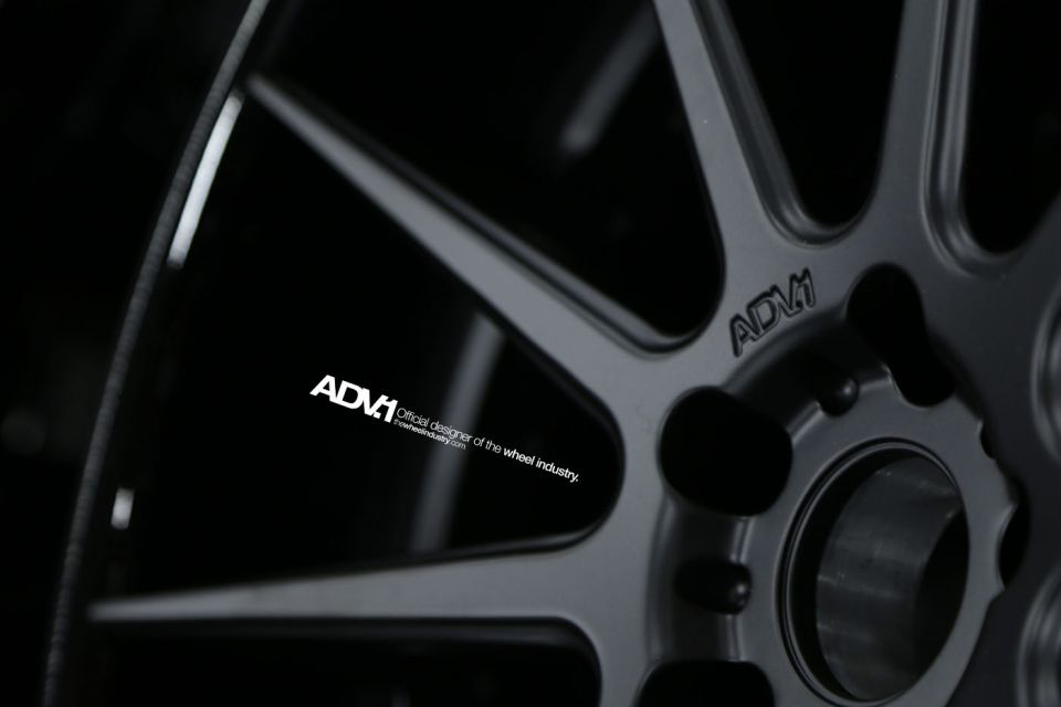 ADV1-Wheel-Black-Close-Up