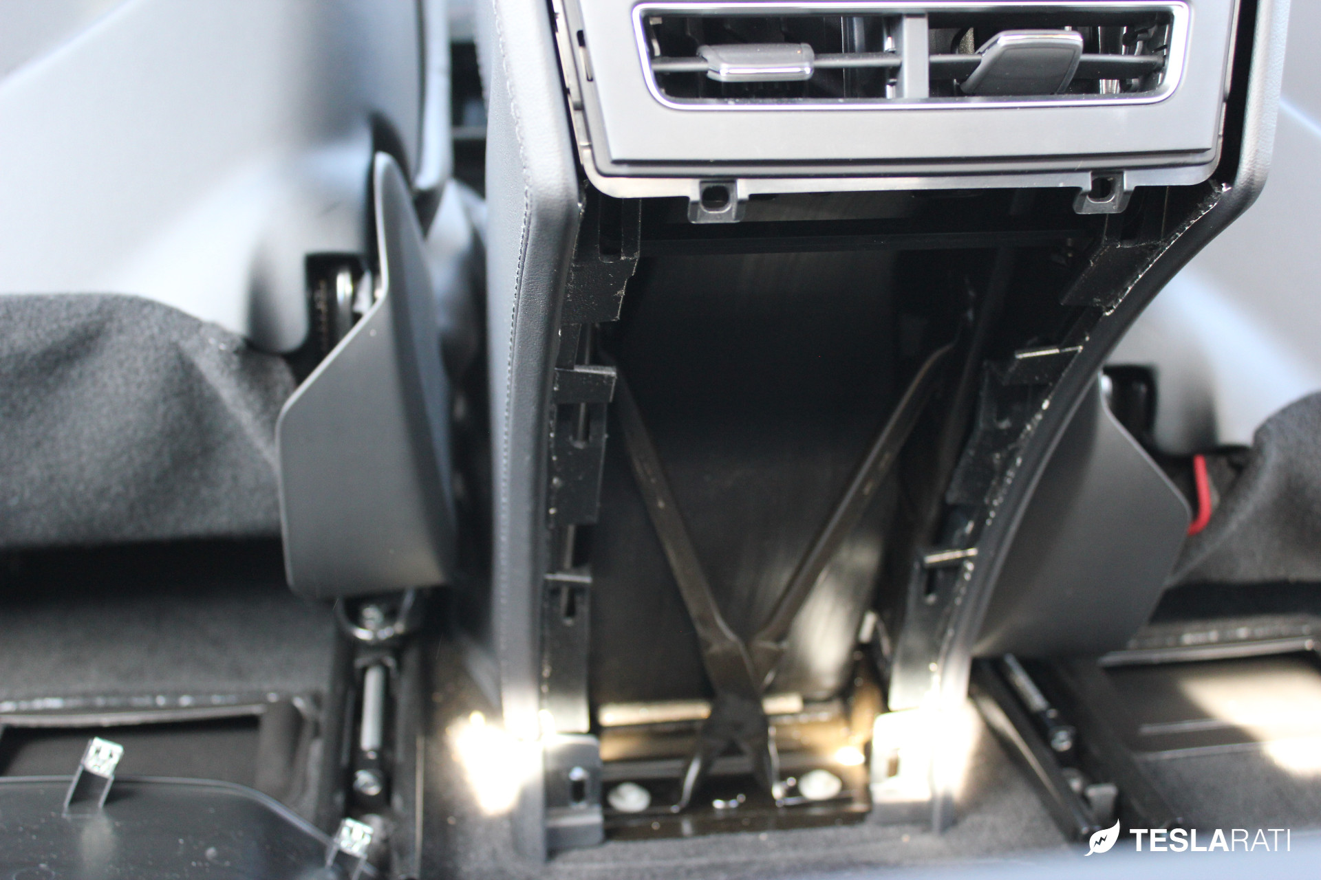 PARZ_Tesla_Rear_Seat_Cup_Holders_37