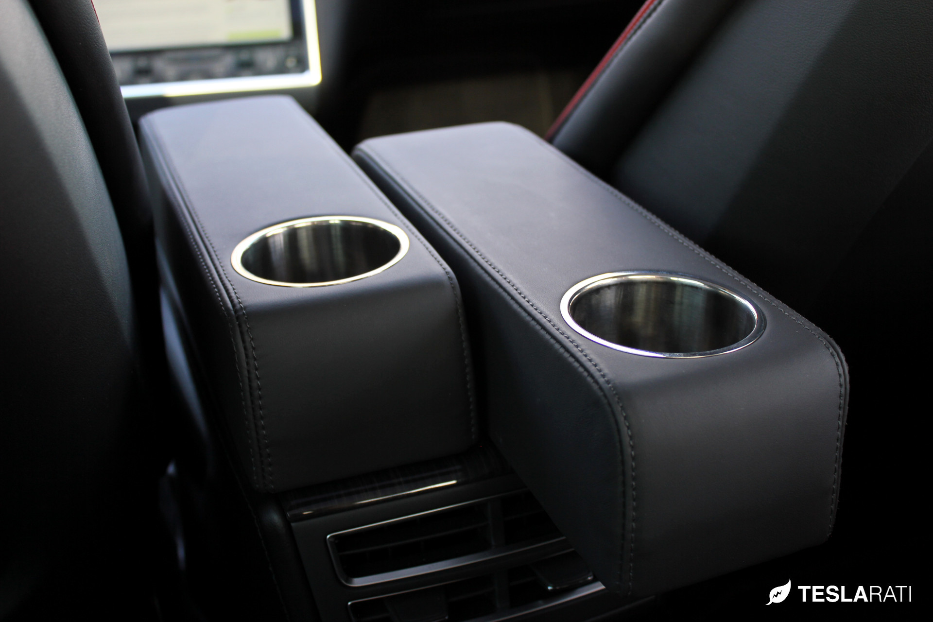 Rear passenger's cup holder