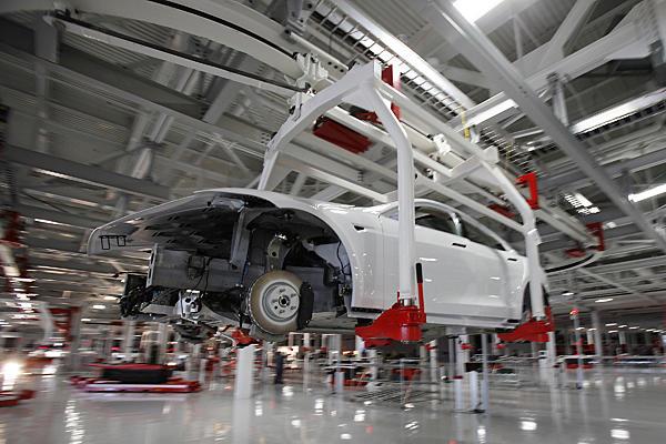 Tesla-Freemont-Model-S-Assembly