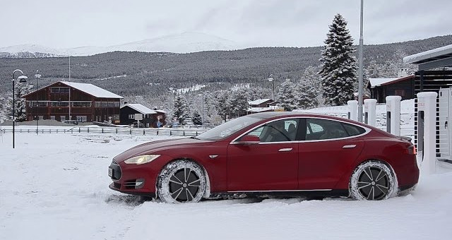 Tesla Model S Winter Driving