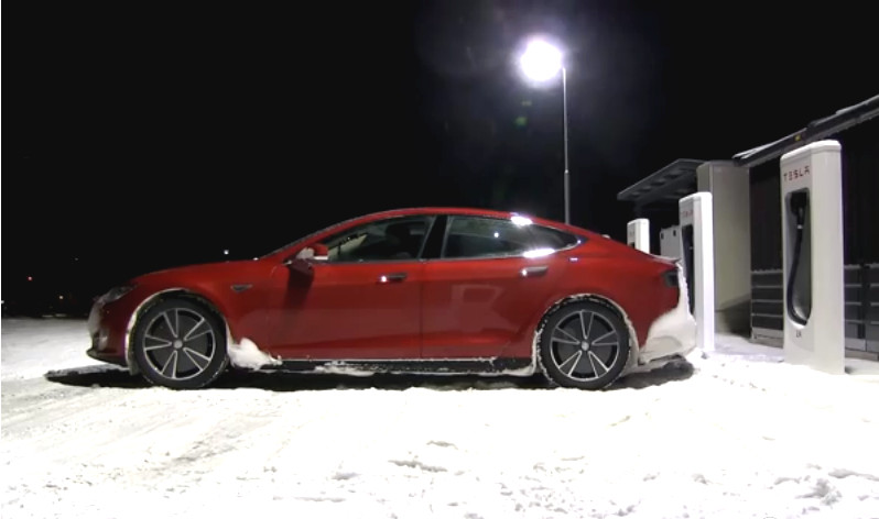Tesla-Model-S-Winter-Driving-Norway