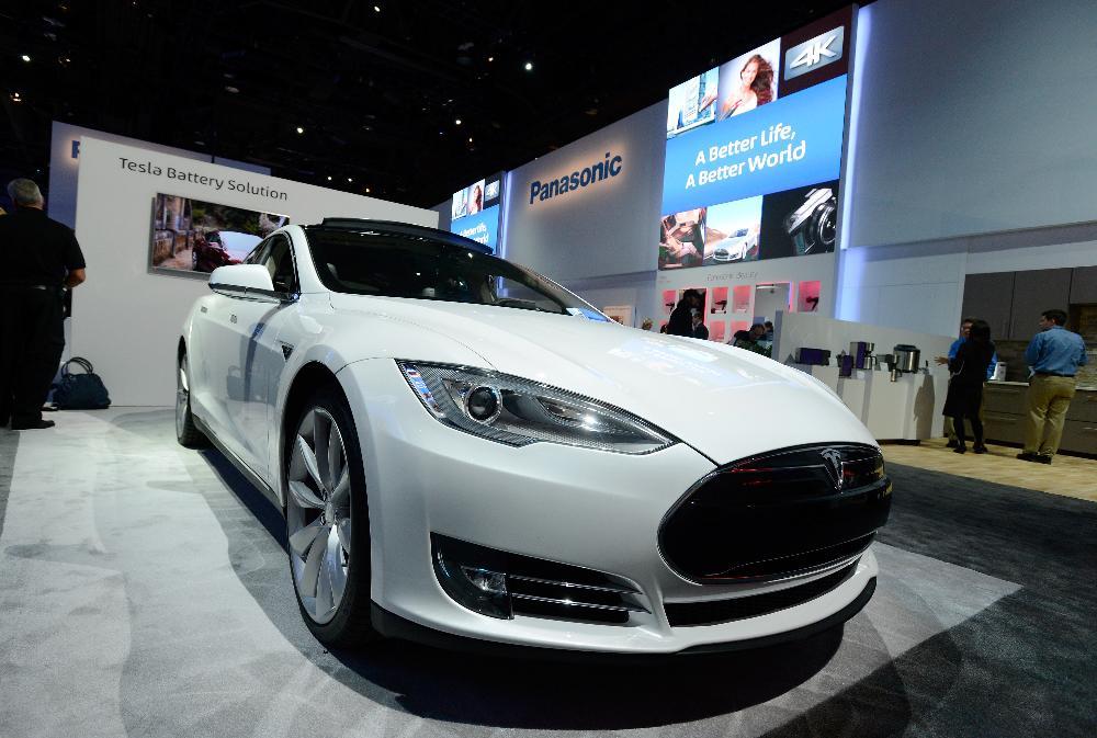 Tesla-Model-S-CES-2014-Panasonic
