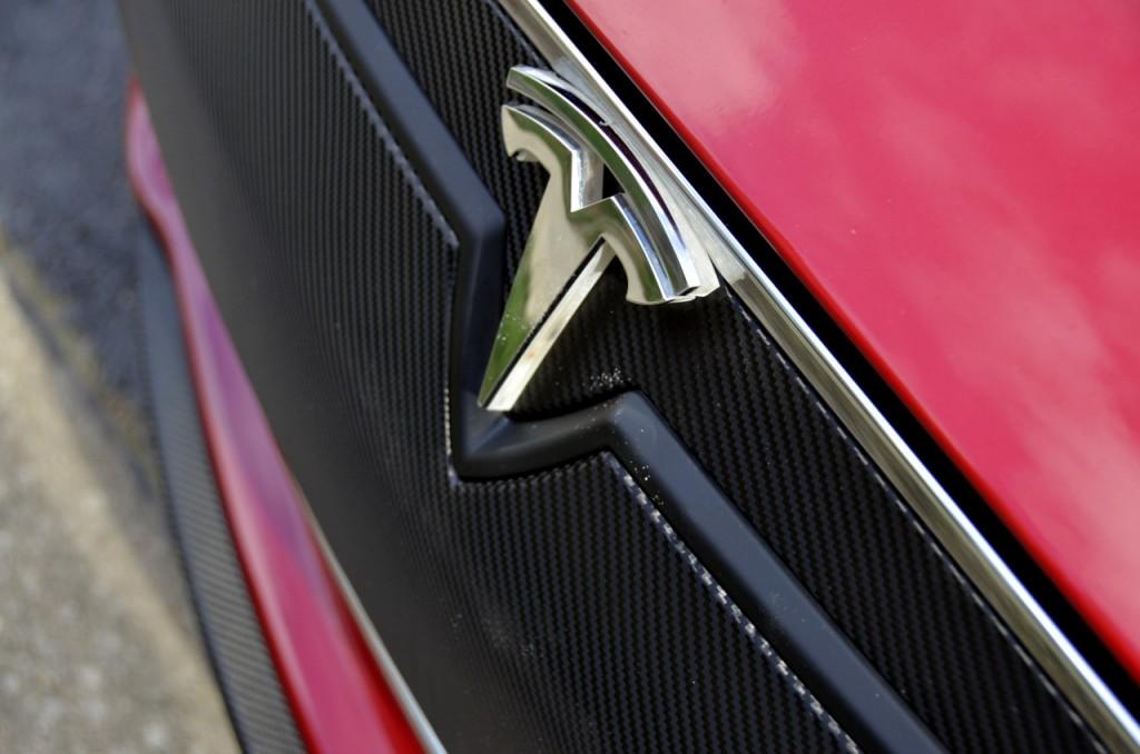 Tesla-Model-S-Lighted-T-Installed-Emblem