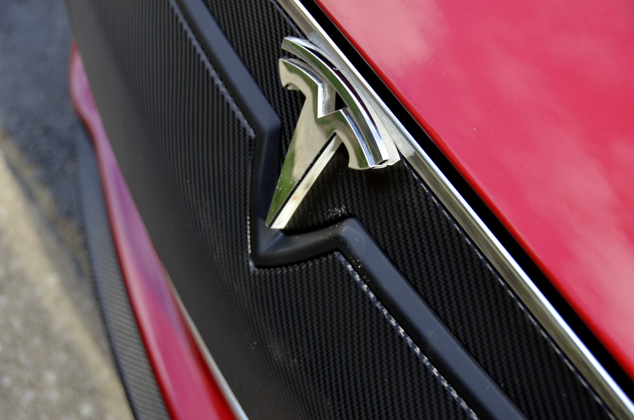 Tesla-Model-S-Lighted-T-Installed-Emblem