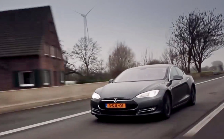Tesla-Model-S-Autobahn