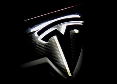 Tesla-Model-S-Lighted-T