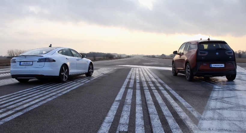 Tesla-Model-S-vs-BMW-i3-Drag-Race
