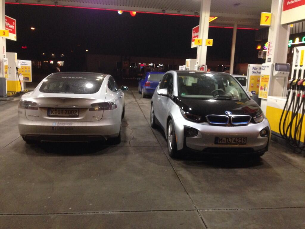 Tesla-Model-S-vs-BMW-i3