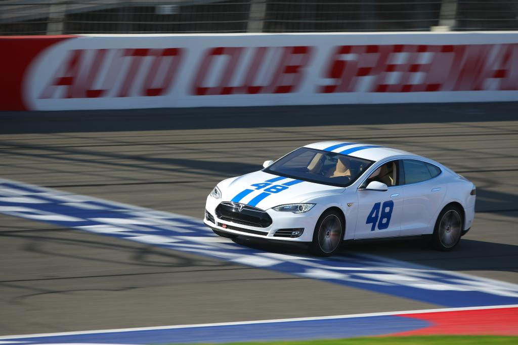 Video Tesla Model S Put To The Test On Famed Nascar Track