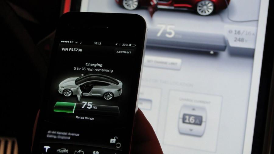 Tesla-Charging-Battery