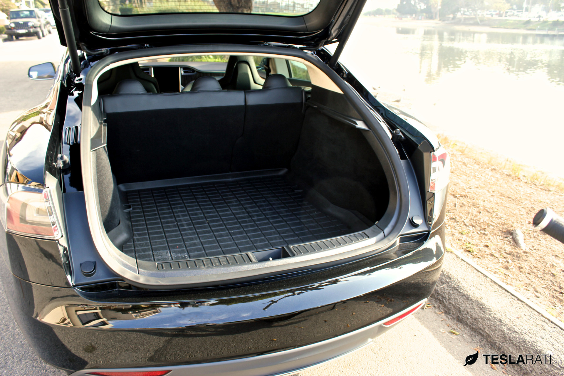 there 39 s a reason for the tesla model 3 trunk design. Black Bedroom Furniture Sets. Home Design Ideas