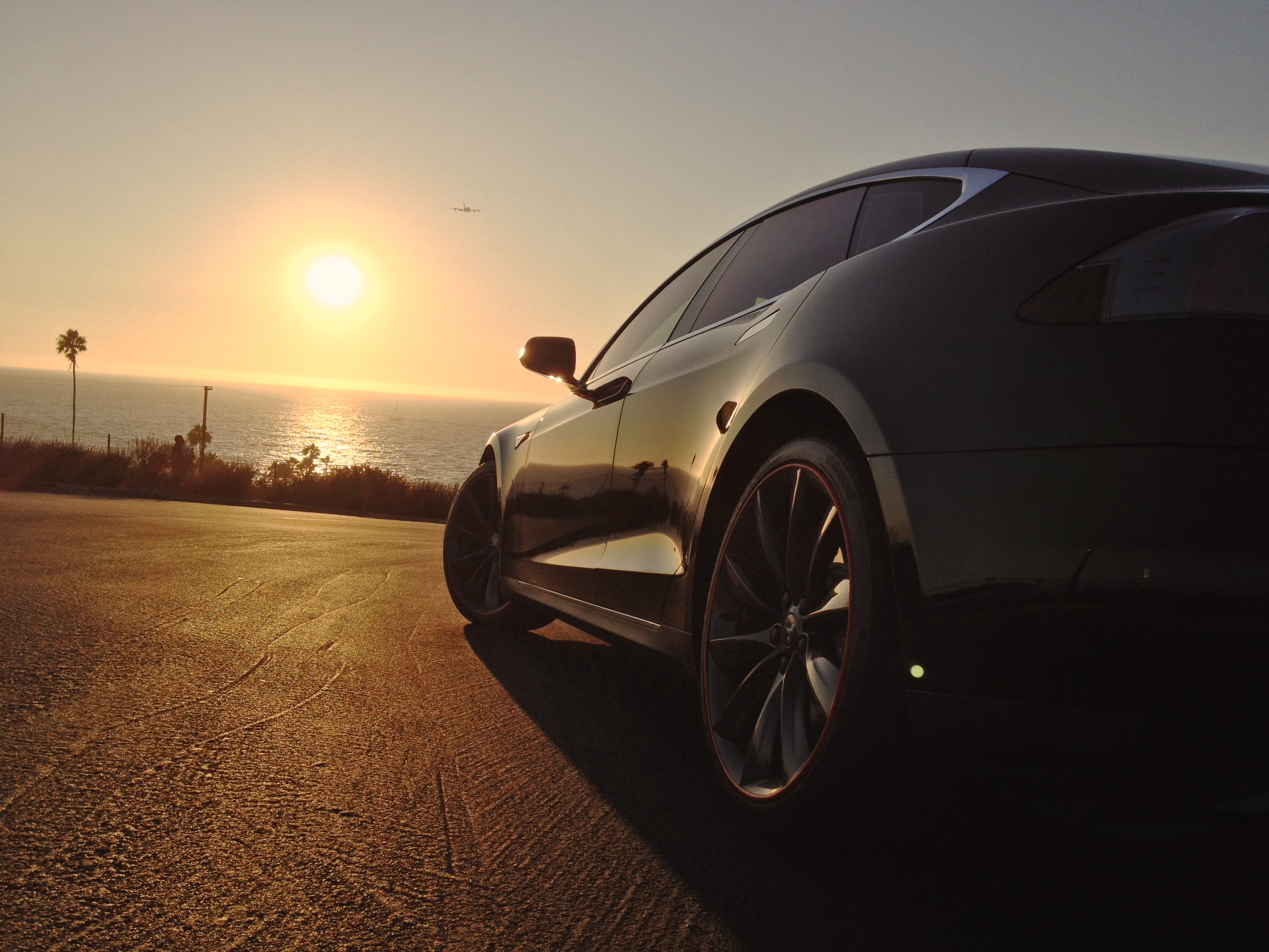Tesla-Lifestyle-Sunset