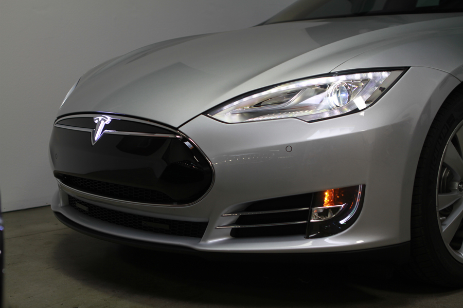 Tesla-Model-S-Lighted-T-Installed-2
