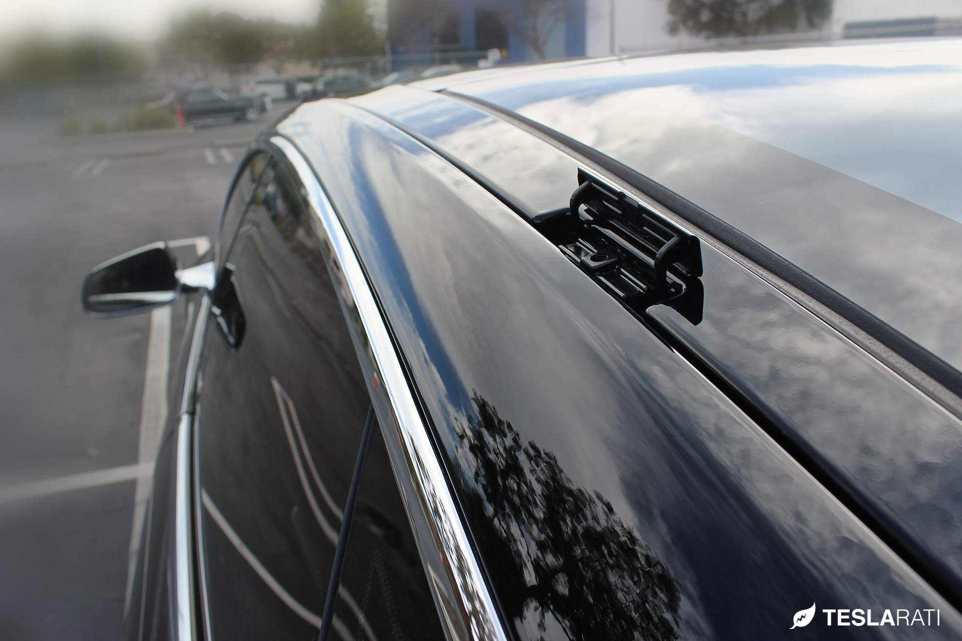 Tesla-Model-S-Whispbar-Roof-Rack-Latch
