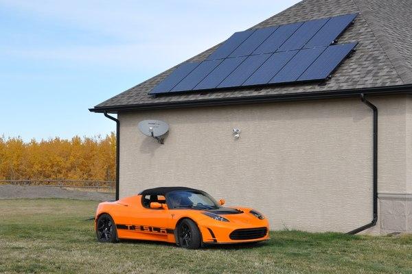tesla-roadster-solar-panel-charging