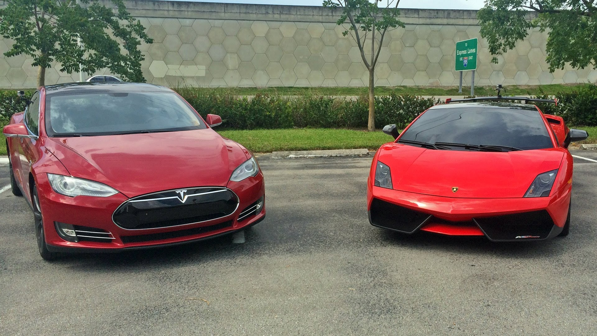 Tesla-Model-S-vs-Lamborghini