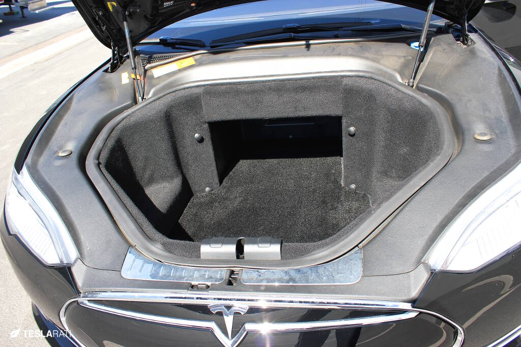 Tesla Floor Mats by Lloyd (frunk)