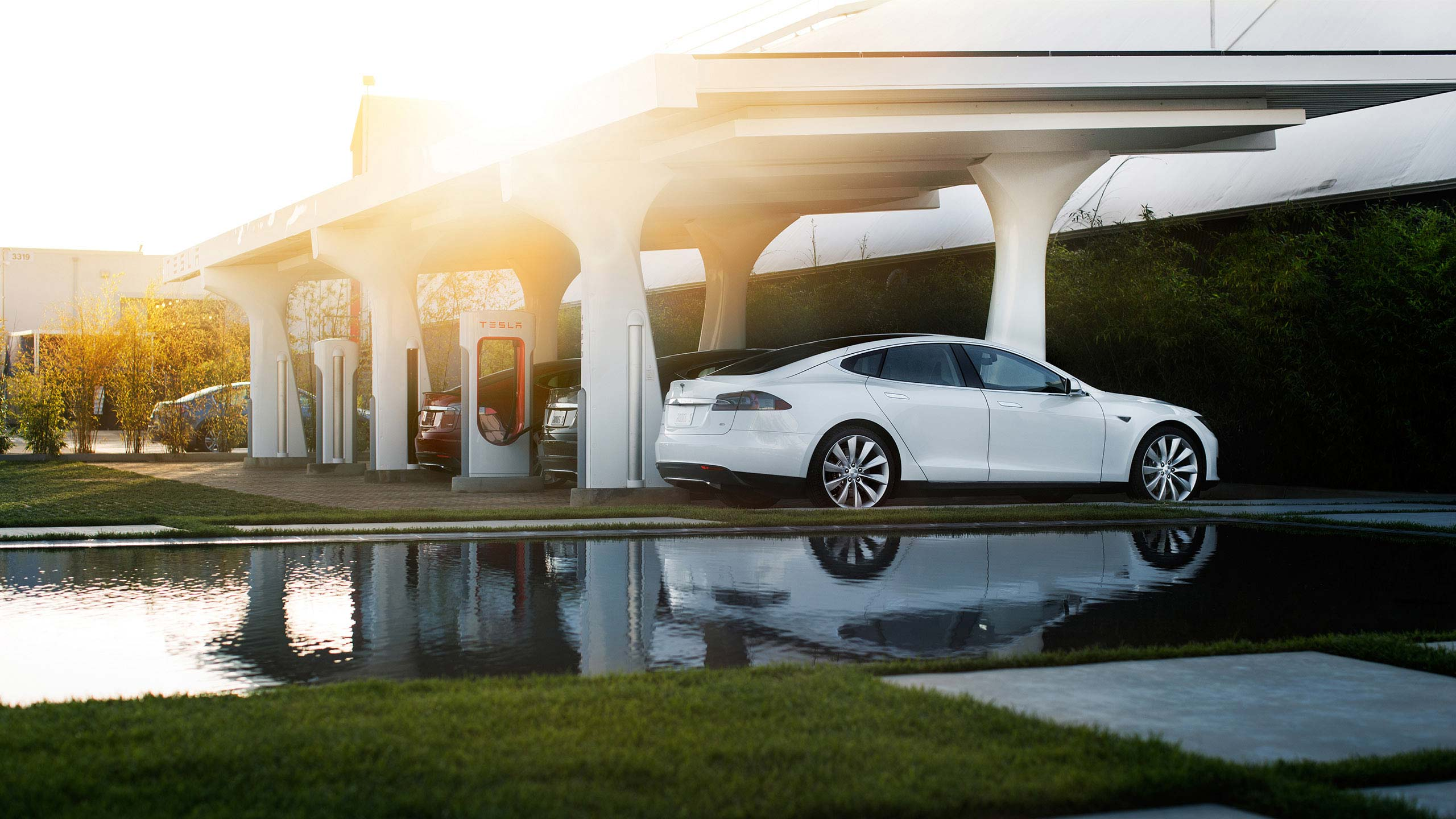 Tesla-Design-Center-Hawthorne-Pond