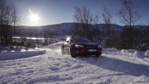 Tesla-Model-S-winter-snow