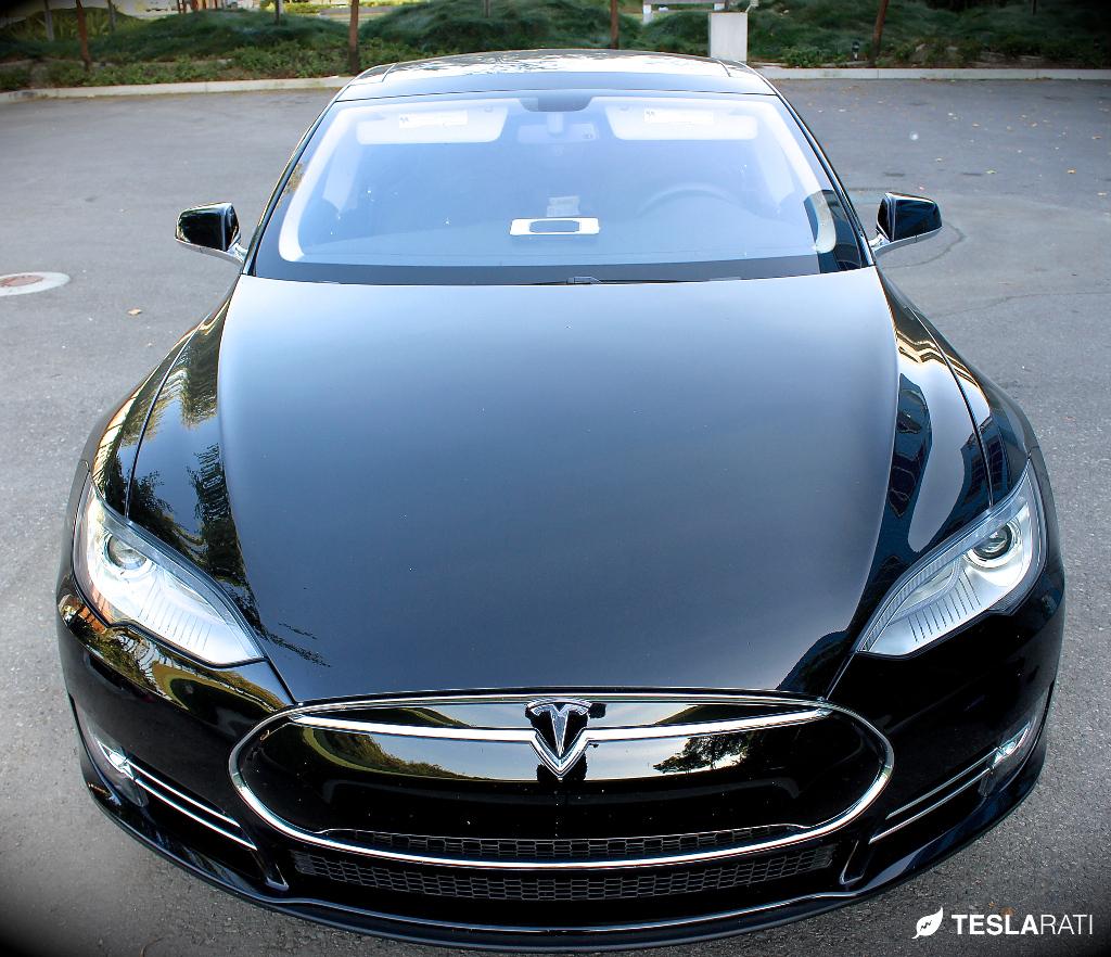 Black-Model-S-Solar-Dash