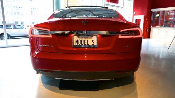 Red-Model-S-Vanity-Plate