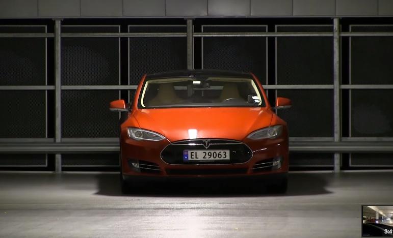 Tesla_Model_S_Keyless_Driving