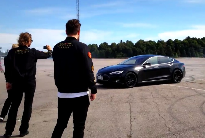 gumball3000-Tesla-Model-S-Drifting