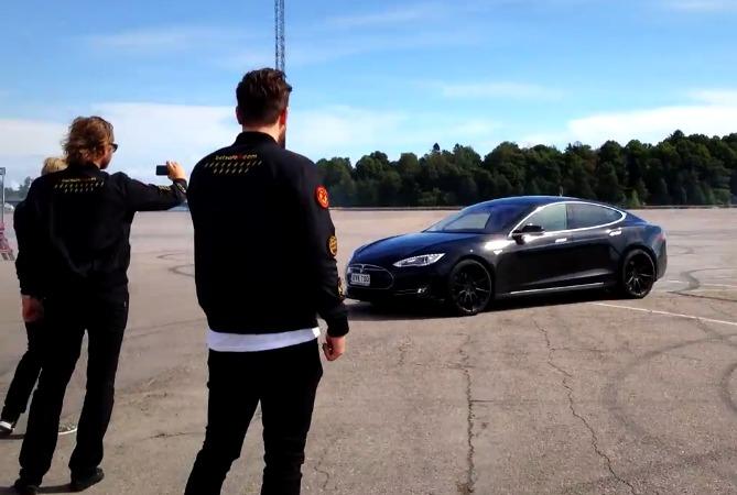 gumball3000-Tesla-Model-S-Drifting