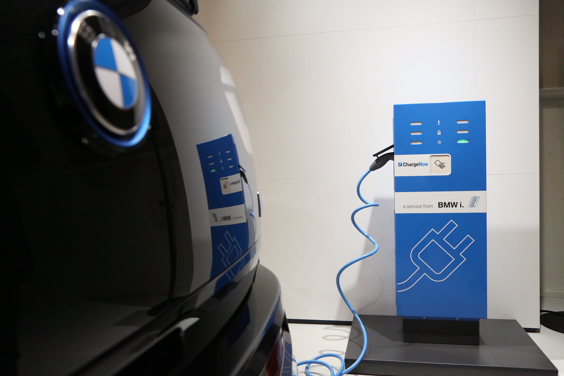 Bmw Downplays Relations With Tesla Motors On Charging