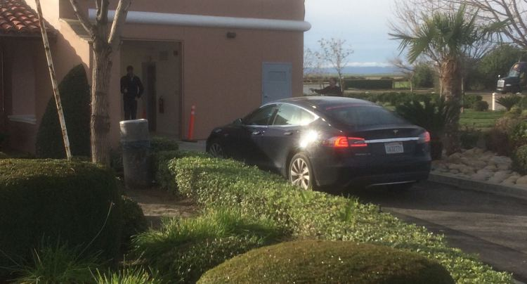 Battery Swap station at Harris Ranch [Credit: TeslaOwner]