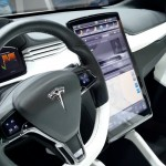 Tesla-Model-X-Touchscreen-Display-CES-2015