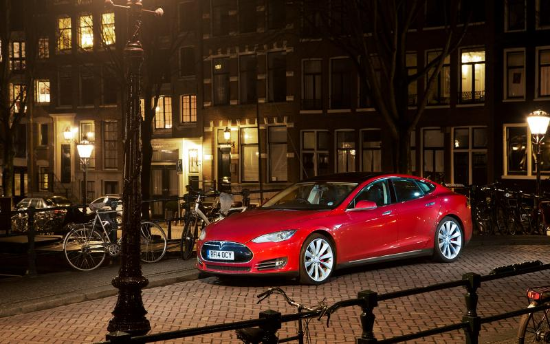 Tesla Motors PR team has been working hard in the UK as growth in alternative vehicles grows by 300 percent in 2014.