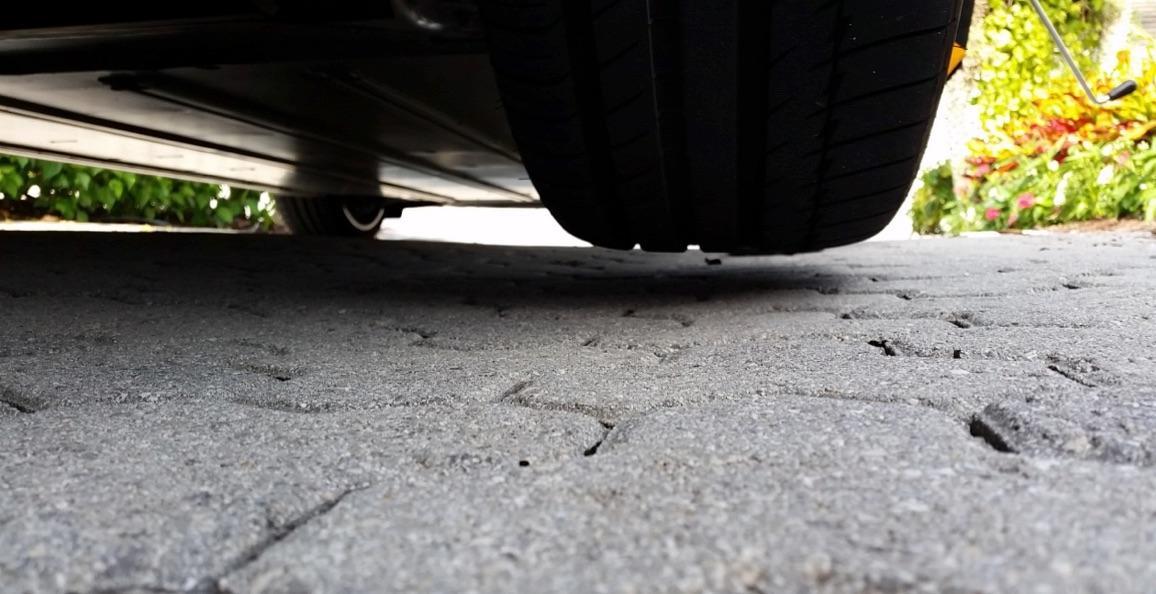 Tesla-Flat-Tire-Repair-Jack-Lift