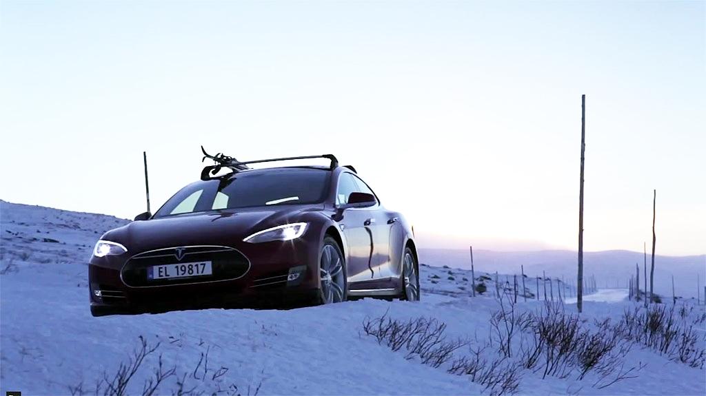 Tesla-Model-S-in-the-snow
