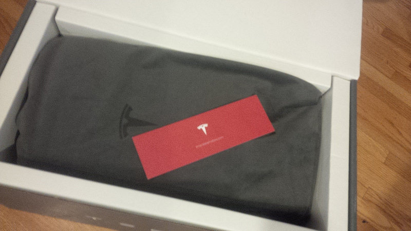 Tesla-Model-S-Premium-Rear-Console-Packaging-Open