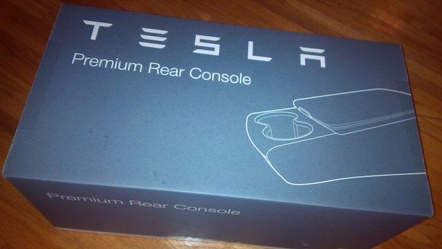 Tesla-Model-S-Premium-Rear-Console-Packaging