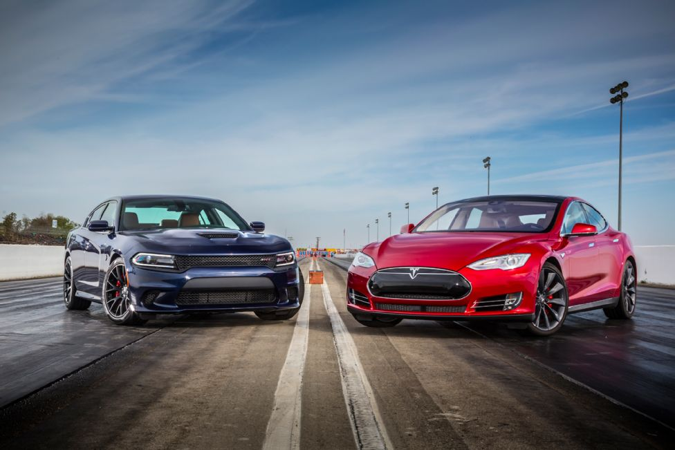 2015-dodge-charger-srt-hellcat-tesla-model-s-p85d
