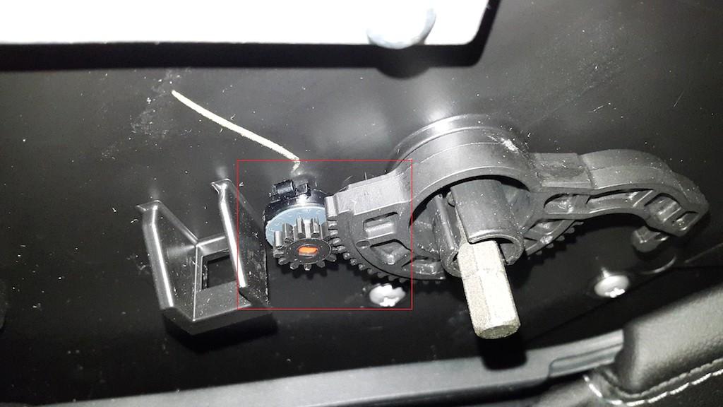Carbon-Fiber-Wrap-Center-Console-5