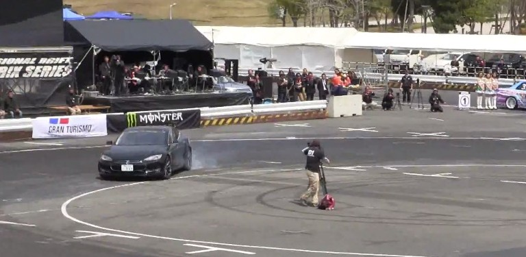 Drifting-Tesla-Model-S-D1GP-Japan