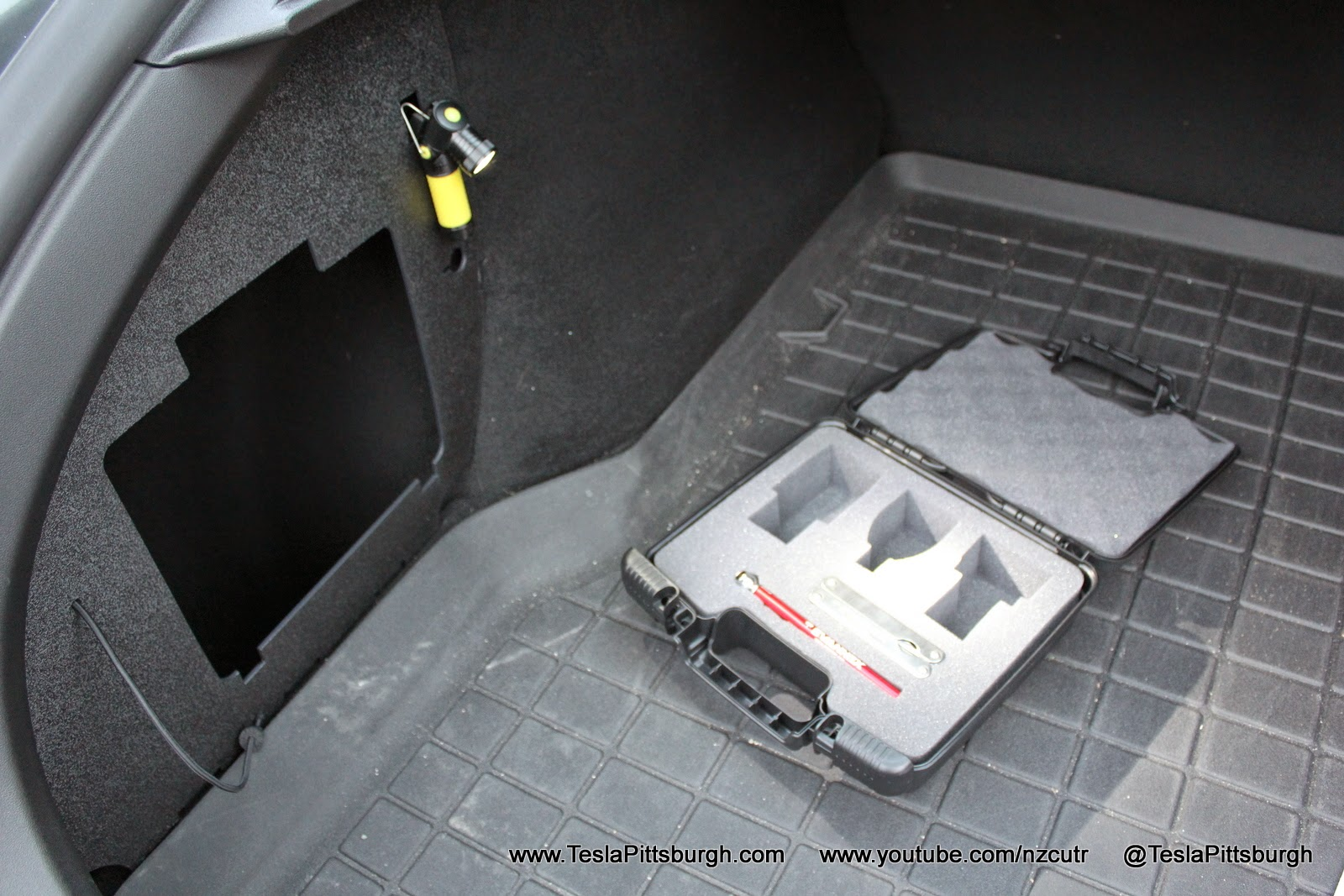 Model-S-Charge-Adapter-Lighting-Case-18